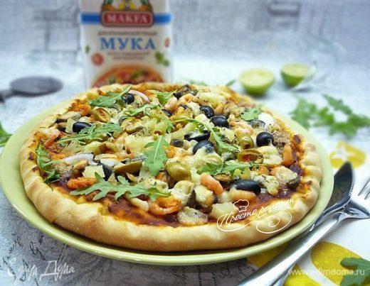 Пицца с ананасами и морепродуктами