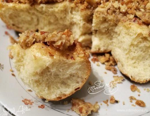 Булочки-перевертыши с карамелизированной ореховой крошкой