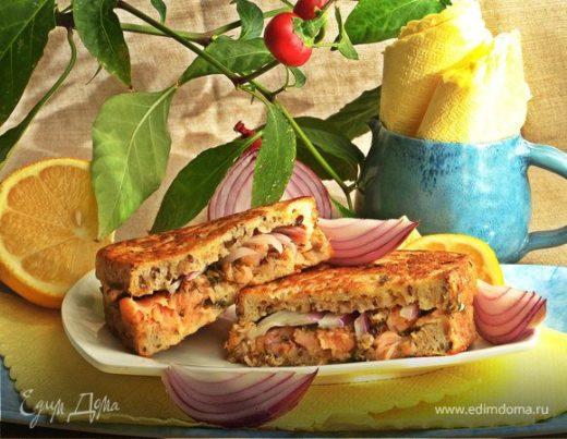 Горячий сэндвич с лососем