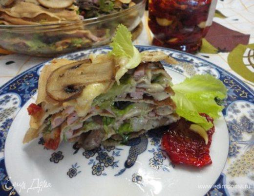 Блинный пирог с грибами и ветчиной
