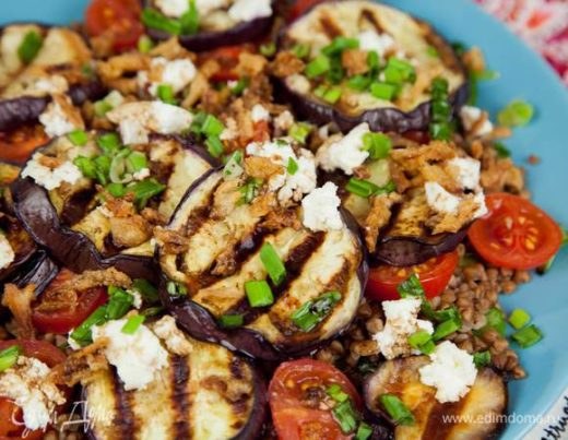 Салат из гречки с баклажаном