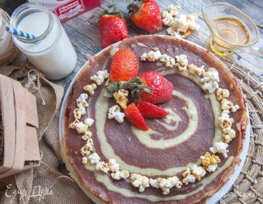 Блинный пирог с вишней и шоколадом
