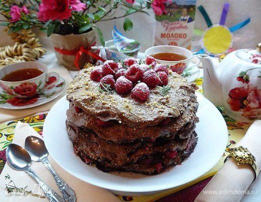 Блинный торт «Шоко-мокко» с малиной