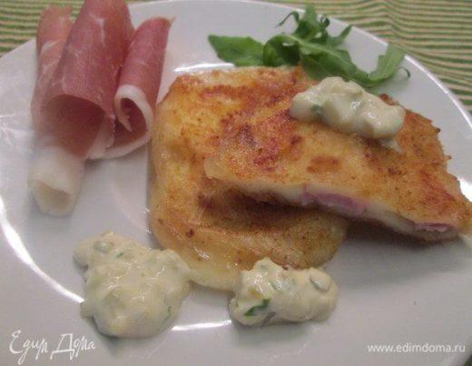 Жареный сыр с начинкой из бекона