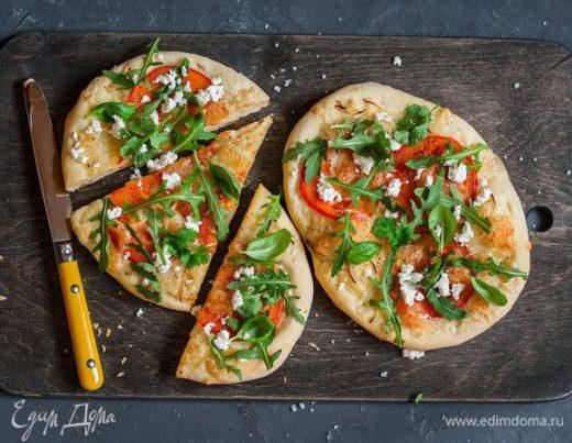 Пицца с козьим сыром и руколой