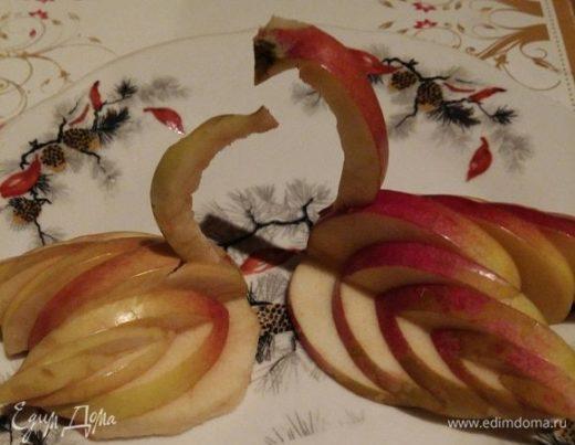 Лебедь из яблока