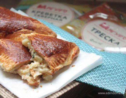 Пироги с рыбой и креветками