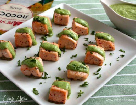 Чилийский лосось с соусом из авокадо
