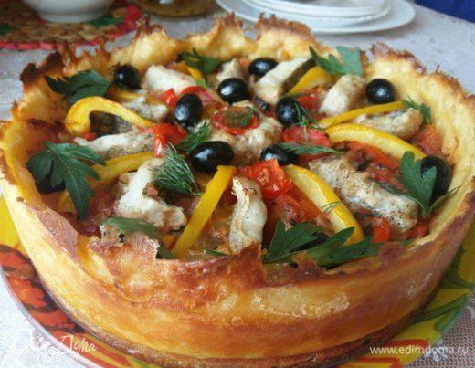 Треска с овощами в картофельной тарелке