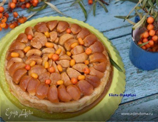 Пирог из теста фило с грушей, облепихой и карамельными яблочками