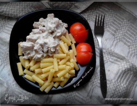 Куриное филе в сметано-чесночном соусе