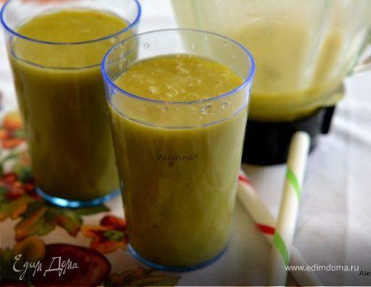 Смузи с апельсиновым соком и авокадо
