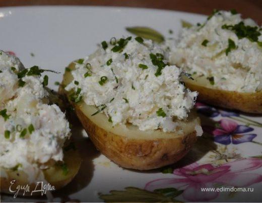 Картофель, начиненный творогом и копченой рыбой