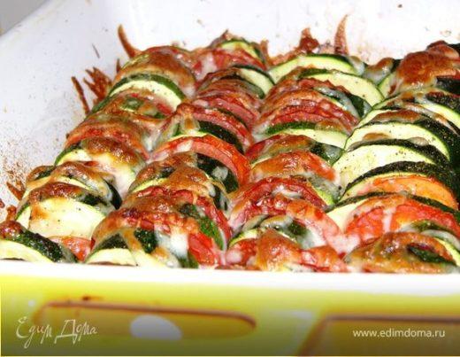 Цукини, запеченные с помидорами и луком