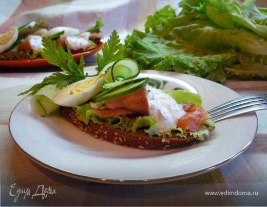 Датский открытый бутерброд с лососем