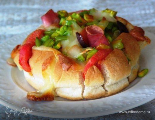 Запеченный бутерброд из хлебной булочки