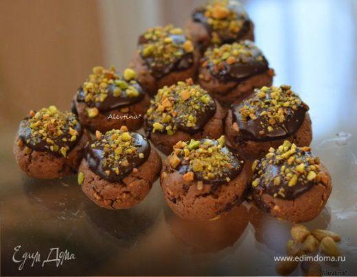Печенье шоколадное с фисташками