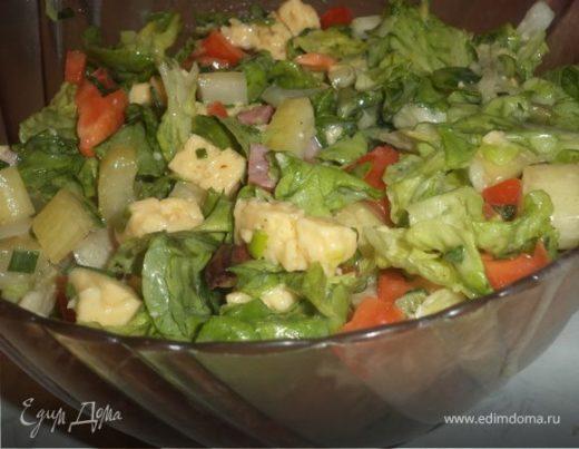 Салат с сыром, копченой ветчиной и домашним майонезом