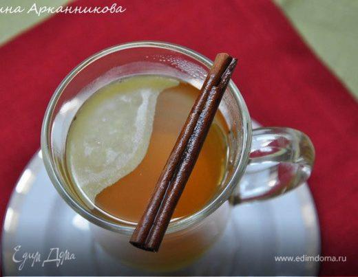 Горячий яблочный напиток со специями и сливочным маслом