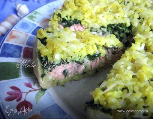 Пирог с лососем, рисом и песто