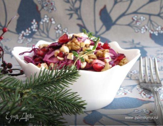 Капустный салат с яблоком, гранатом и орехами