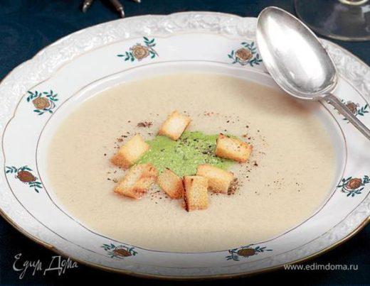 Суп-пюре из цесарки с зеленой заправкой