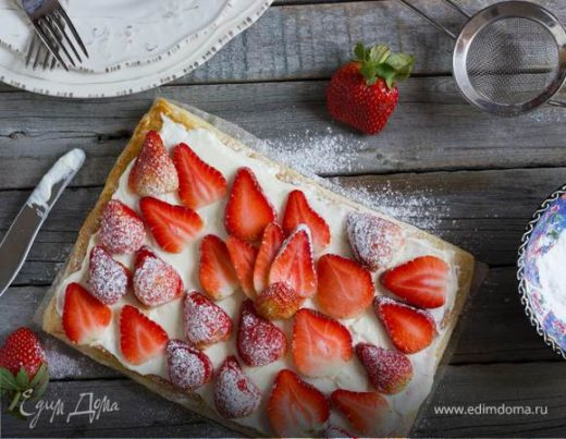 Весенний пирог с ягодами и сливочным кремом