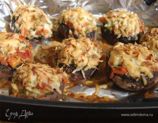 Грибы по-тоскански с красным перцем и оливками