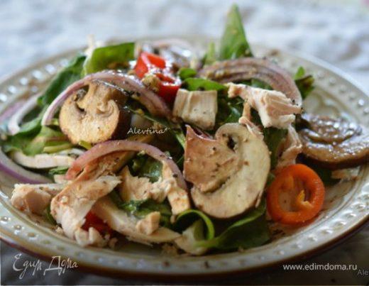 Салат с шампиньонами и курицей с бальзамической заправкой