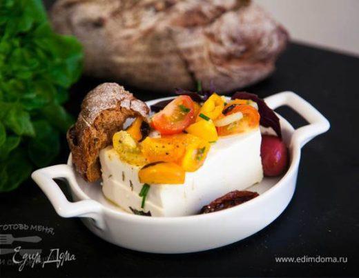 Запеченая фета с овощами