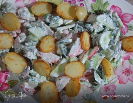 Салат из молодого картофеля с редисом и заправкой из феты