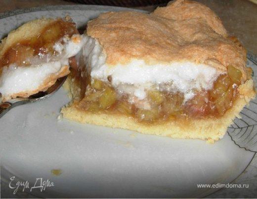 Пирог из ревеня с меренгой