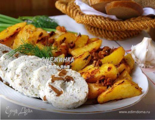 Рыбная колбаса с лисичками и картофелем «по-дачному»