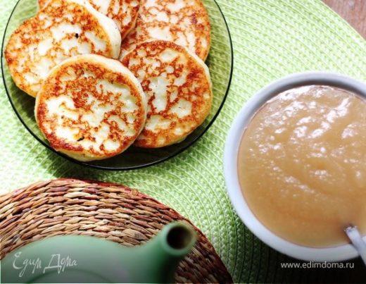 Ванильные сырники с яблочным соусом