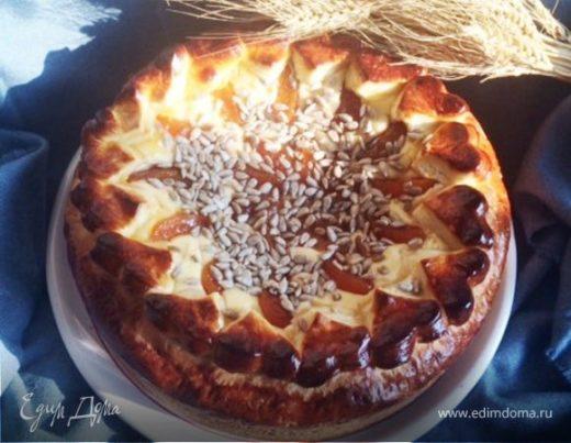 Сдобный пирог с творогом и джемом