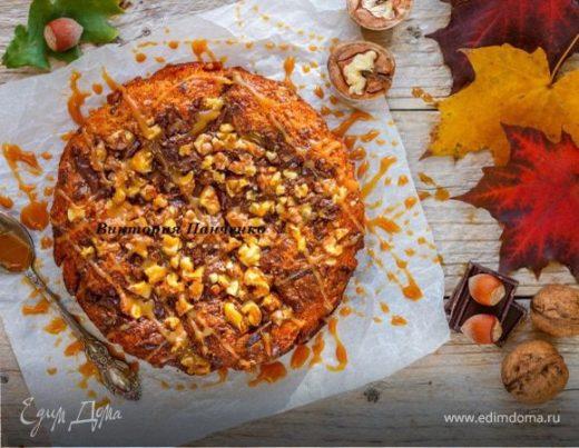 Тыквенный пирог с орехами, шоколадом и соленой карамелью