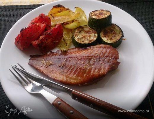 Морской окунь в тайском маринаде с печеными овощами