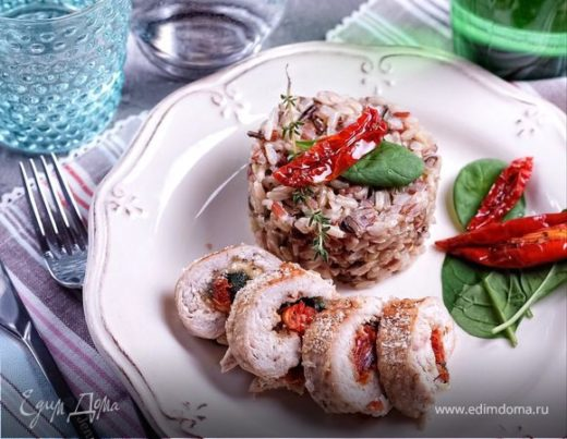 Куриные рулеты с моцареллой, шпинатом и вялеными томатами