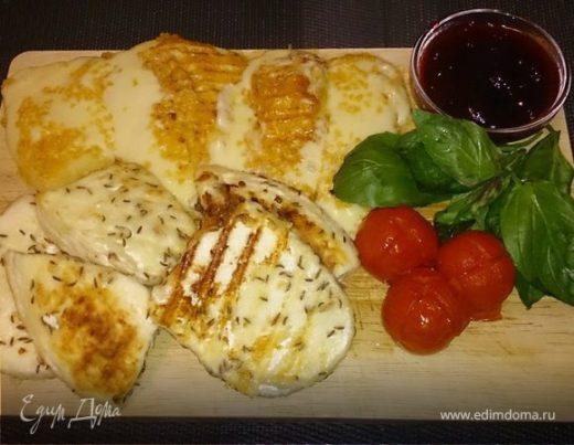 Жареный сыр с соусом из брусники и табаско